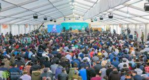 Khalifathul Masih addresses over 5,500 Muslim youths from across the UK.