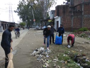 Ahmadiyya Youth of Qadian Serves Sangat Sang Pilgrims by Serving Food and Cleaning the City