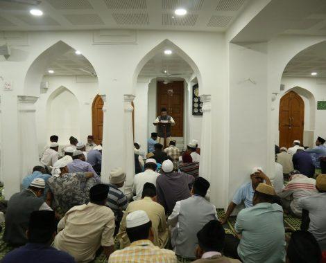 Dars-e-Quran after Namaz-e-fajr at Masjid Mubarak