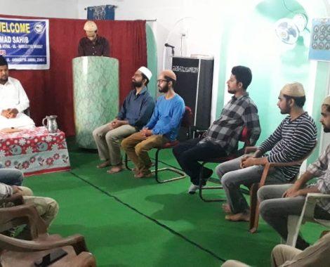 Sadr Majlis Khuddamul Ahmadiyya Bharat with Majlis-e-Amila Members Jammu.